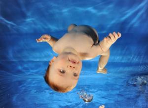 Преимущества и риски родов в воде
