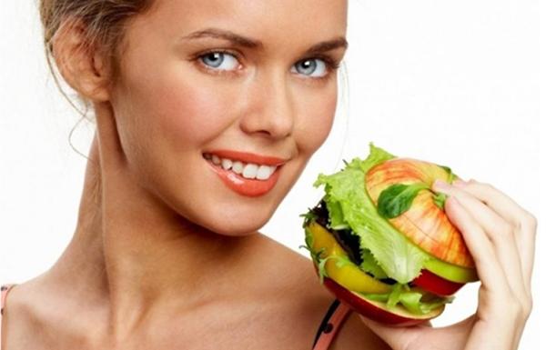 Беременная с гамбургером