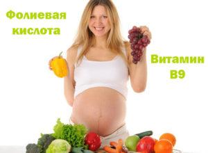 Девушка с продуктами, в которых есть фолиевая кислота