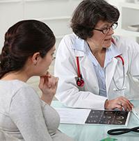 Беременная на консультации у врача