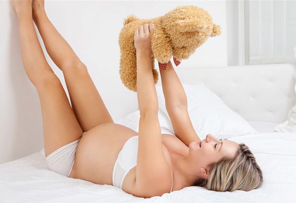 Беременная снимает отек ног
