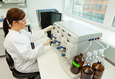 Лаборант за проведением анализов