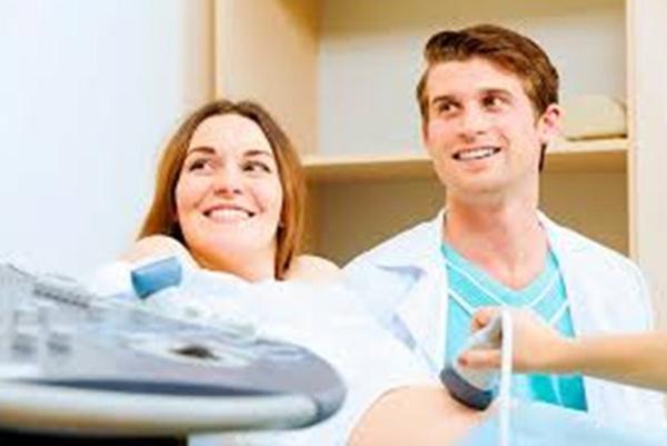 Будущие родители у врача