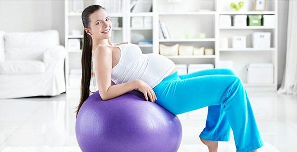 Беременная на шаре