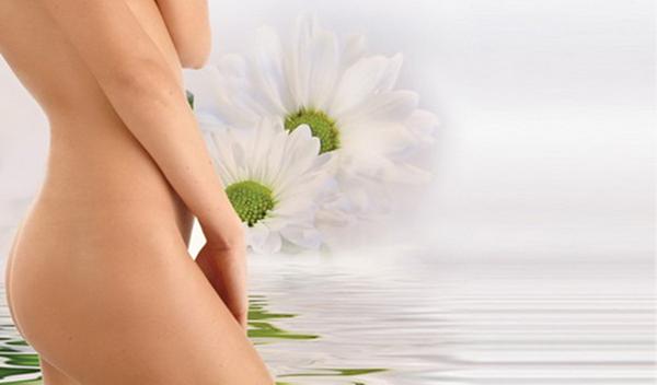 Девушка и вода с цветами