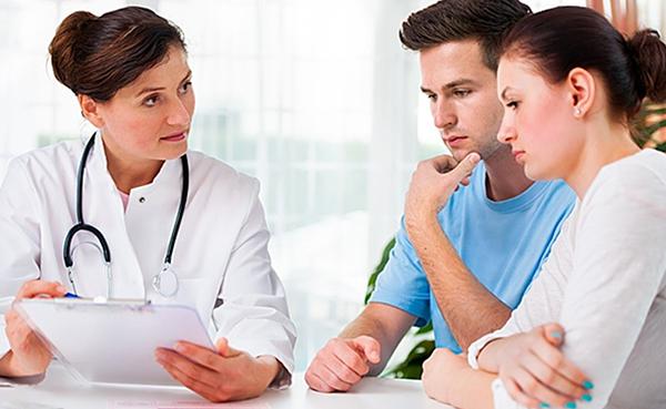 Муж с женой у врача
