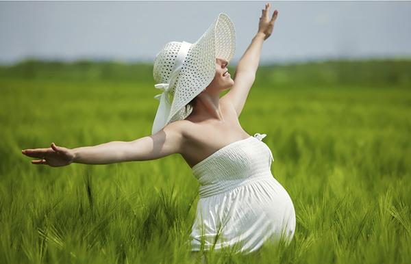 Беременная в поле
