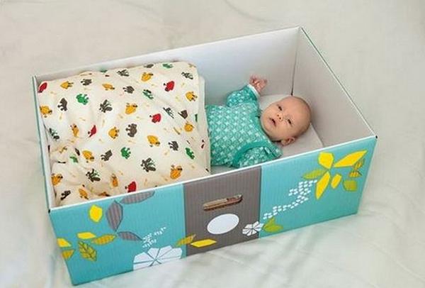 Малыш в подарочной коробке