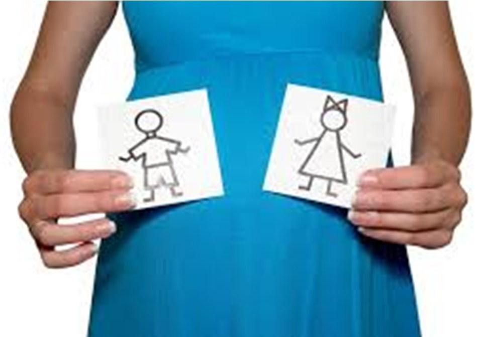 Беременная с рисунками мальчика и девочки